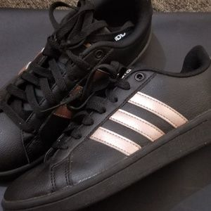 WOMENS ROSEGOLD ADDIDAS WORN ONCE